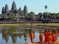 Buddhist monks at Angkor Wat © tylerdurden1
