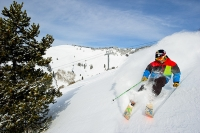 Skiing in Vail © Connor Walberg