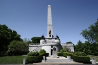 Lincoln's Tomb © Robert Lawton