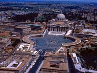 Piazza San Pietro, Vatican City © APT Rome