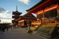 Kiyomizu-dera © Richard Summers