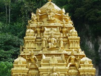 Golden sculpture at the Batu Caves © Descon7