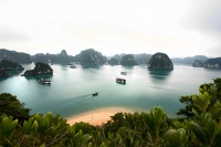 Ha Long Bay © Lawrence Murray
