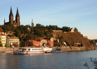 Paddle steamer under Vysehrad rock